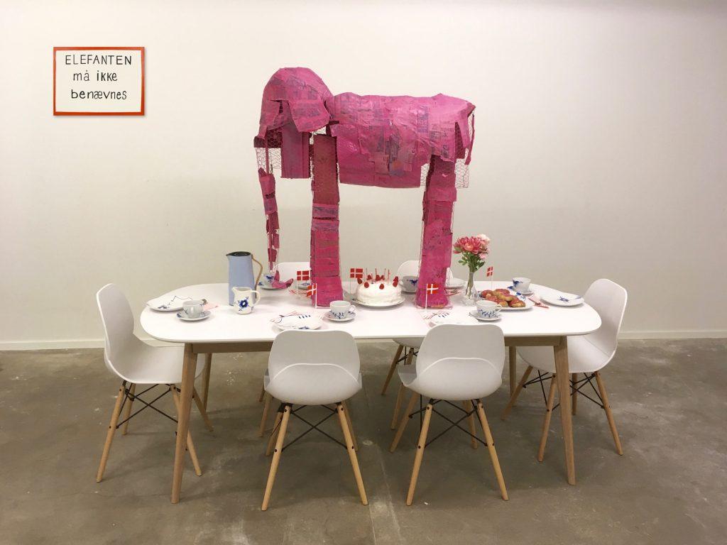Kunst installation, installationskunst, kunst, elefanten i rummet, tabu, pinkt elephant, the elephant in the room